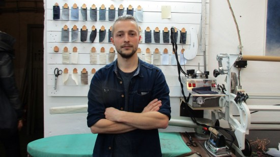 Johann Ruttloff in seiner Jeans-Werkstatt