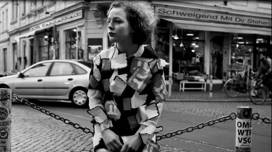 """Ausschitt aus dem Musikvideo """"Schweigend mit dir stehen"""""""