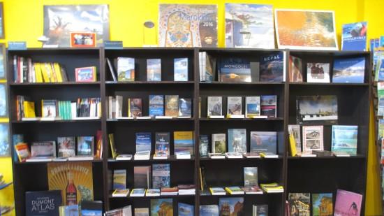 Blick in die Regale: Fotobücher, Kalender, Reiseführer ...