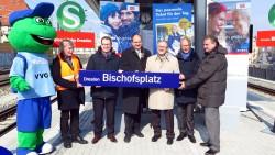 Das obligatorische Gruppenbild mit Bahnverantwortlichen und Politikern.