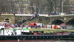 Hunderte Schaulustige verfolgten die Aktion am Ufer.
