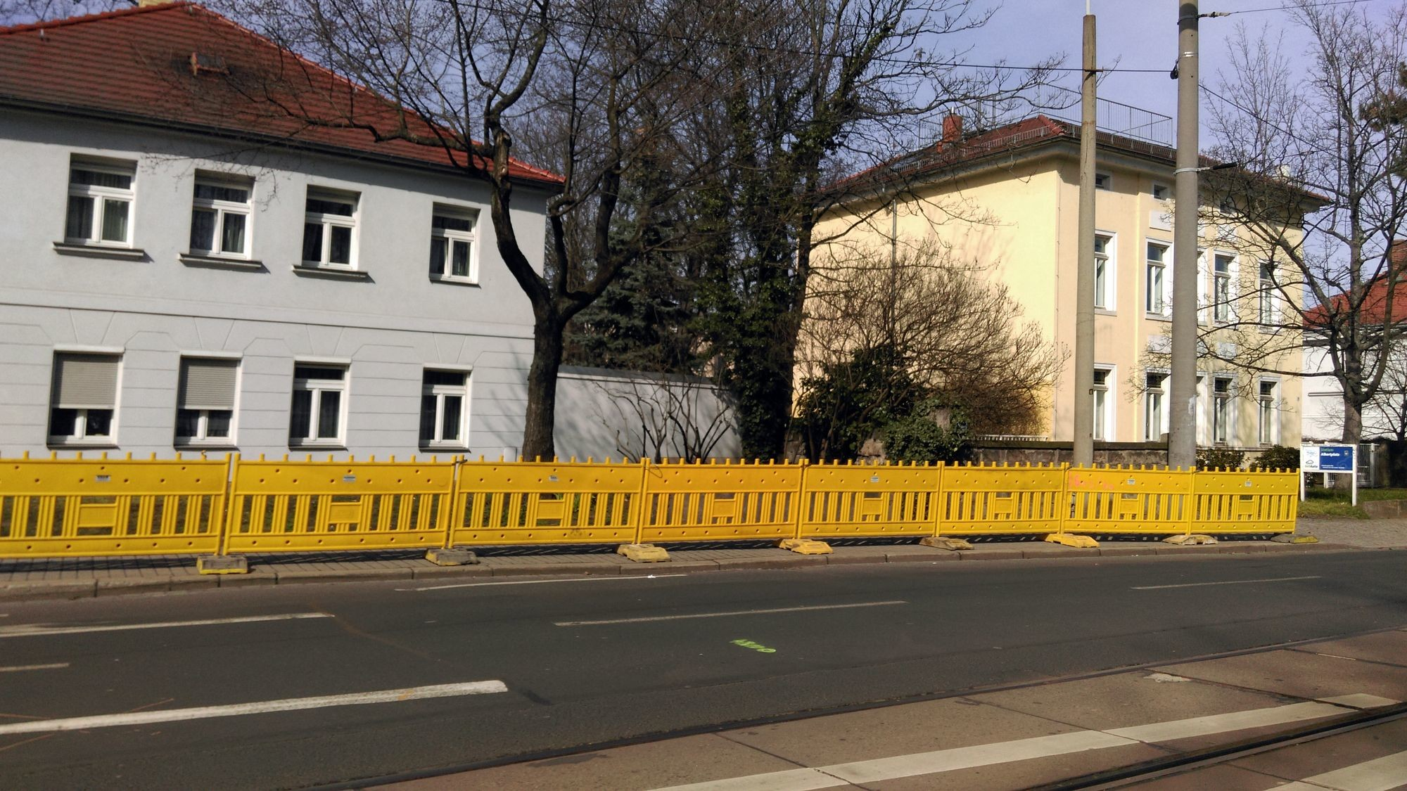 Umleitung-Koenigsbruecker-Strasse: Der Baustellen-Zaun an der Königsbrücker Straße