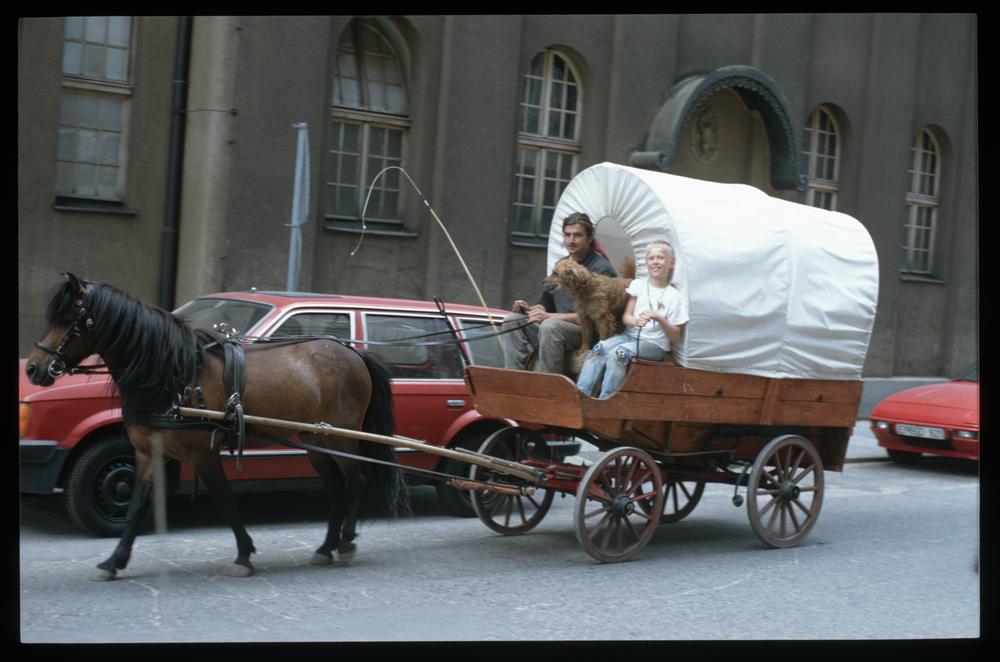 Der erste Großstadtindianer Dresdens, Jens Kalanke, war in den 90ern Mitbegründer des Panama. Gern zog er mit dem Planenwagen durch die Neustadt. Foto: Archiv/Lothar Lange
