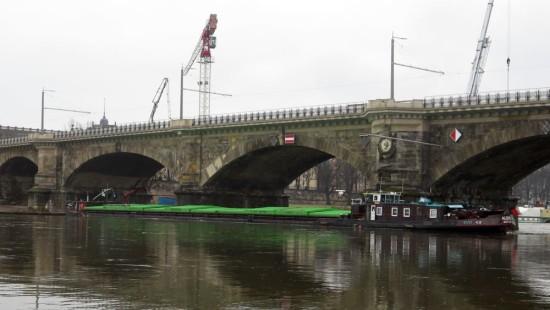 Tschechischer Frachter blockiert die Elbe