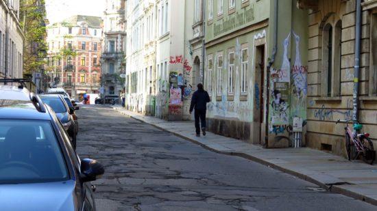 Flickenteppich auf der Pulsnitzer Straße bleibt noch ein Jahr länger.