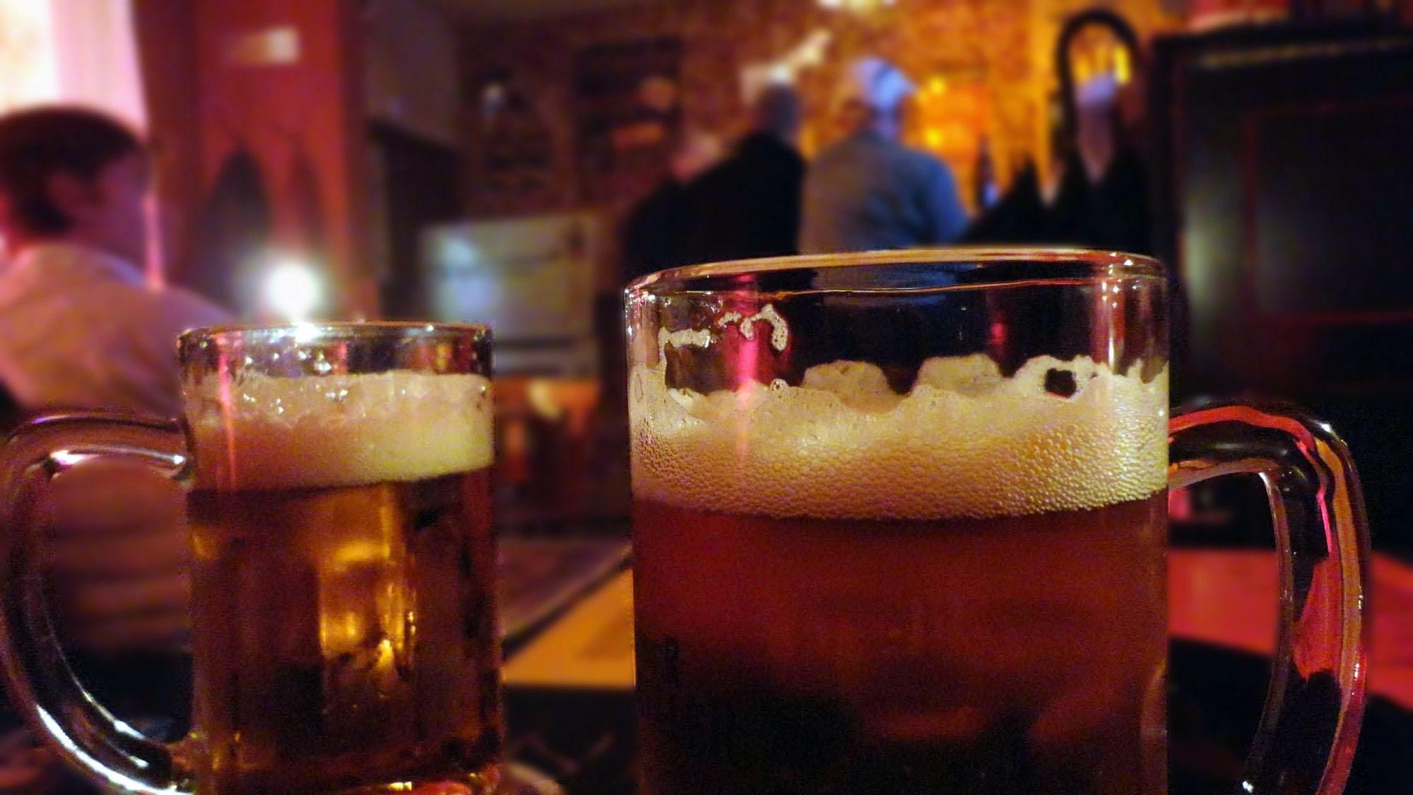 Abstürzen in Kaschemmen: Biere soll man nicht zählen.