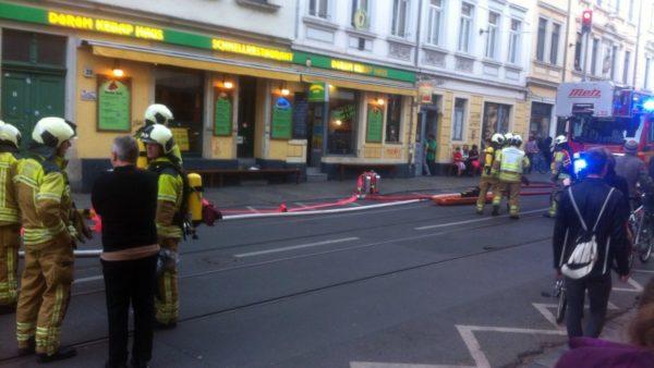 Mit ingesamt neun Fahrzeugen war die Feuerwehr vor Ort.