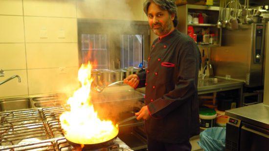 Küchenchef Rajwinder Singh Goraya liebt es feurig.