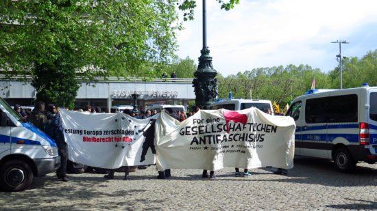 Etwa 250 Gegendemonstranten waren vor Ort.