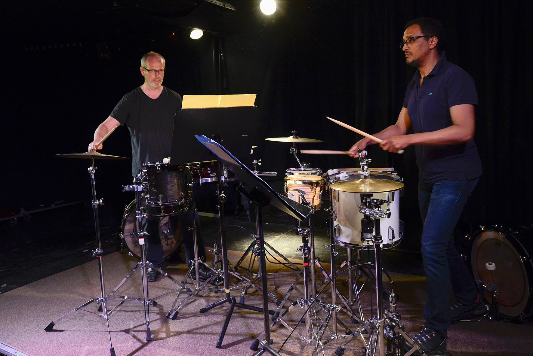 In der Groove Station, spielte die Perkussive Spielvereinigung, Christian Langer und Dominik Oelze (von links nach rechts) - Foto: Matthias Creutziger