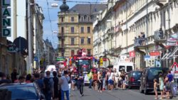 Die Christopher-Street-Day-Parade auf der Rothenburger Straße