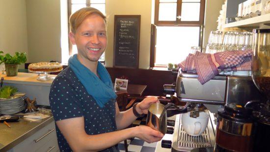 Patrick Olesch in seinem neuen Café