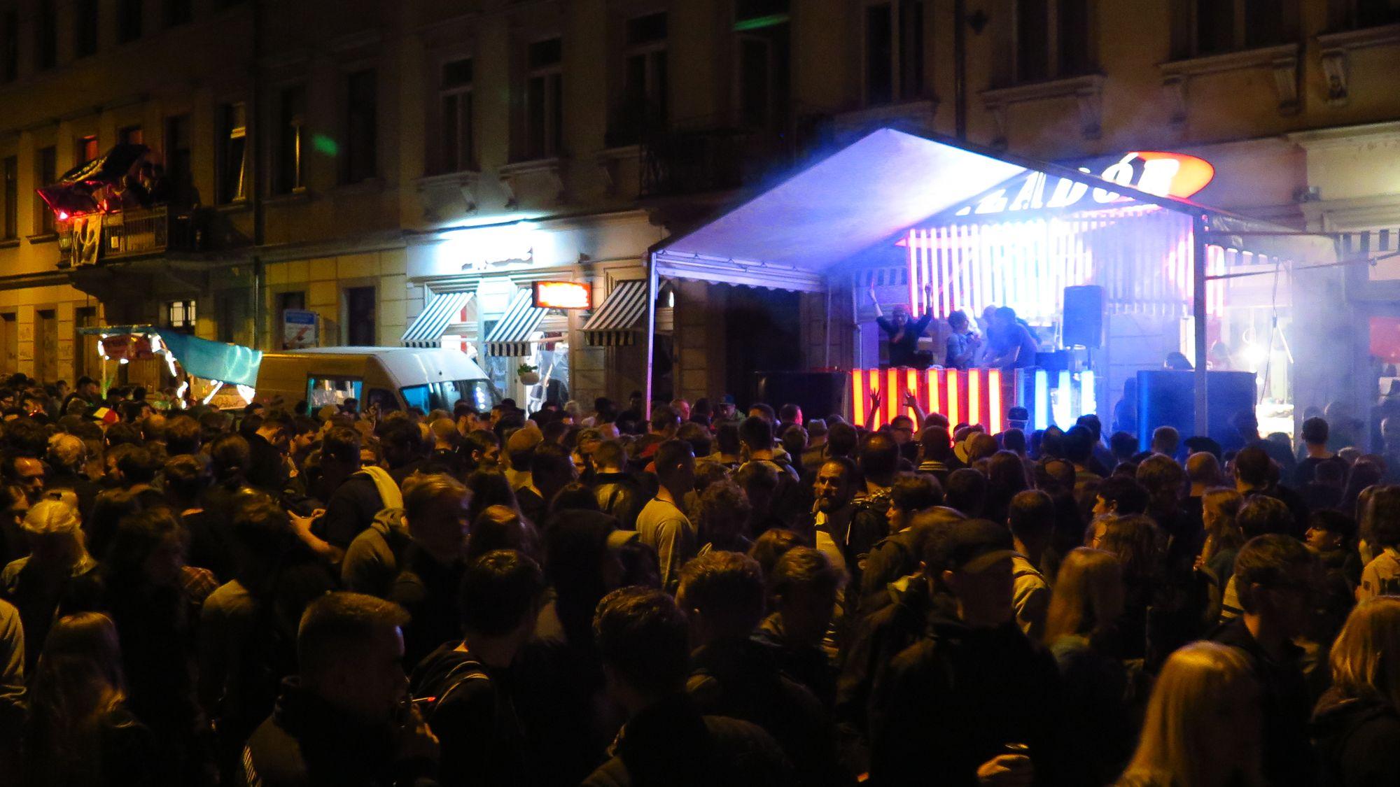 Menschen-Massen auf der Görlitzer Straße