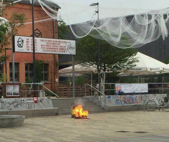 Feuer auf dem Scheunevorplatz - Foto: Oliver T.