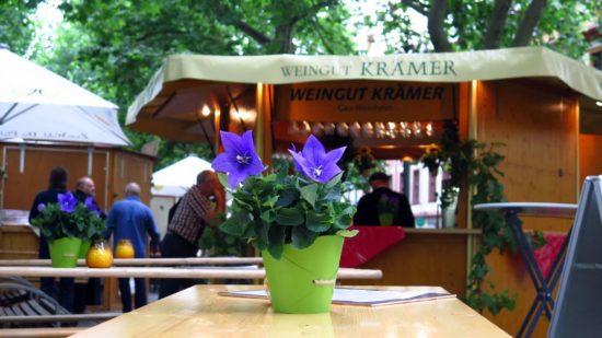 21 Weingüter präsentieren sich auf der Hauptstraße.