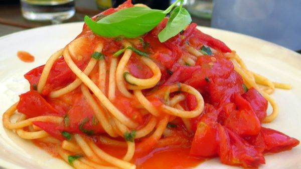 Spaghettata all'italiana oder Nudeln mit Tomatensoße