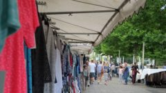 Textilien-Angebote am Jorge-Gomondai-Platz