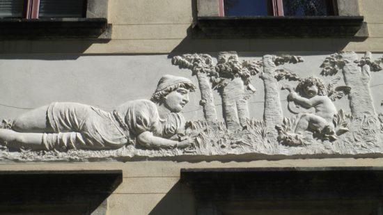 Wandfries auf der Louis-Braille-Straße
