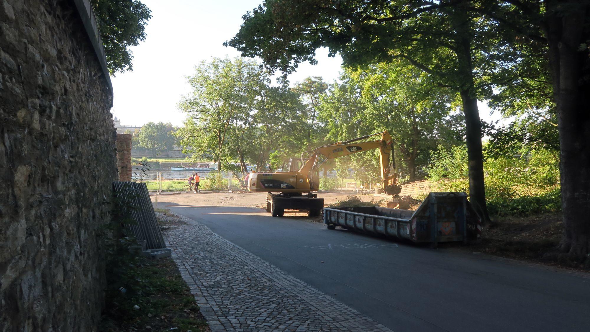 Baubeginn an der Albert-Nebenbrücke.