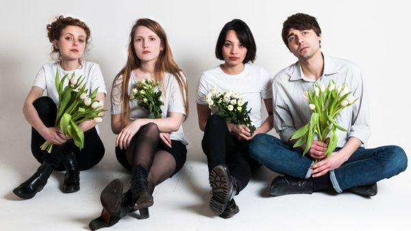 Die Heiterkeit: Sonja Deffner, Stella Sommer, Hanitra Wagner, Philipp Wulf. Foto: Malte Spindler