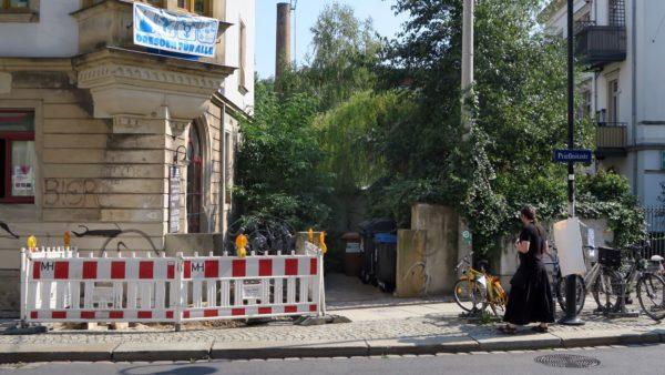 Das Eingangstor vom Oosteinde fehlt - die Kneipe ist zu.