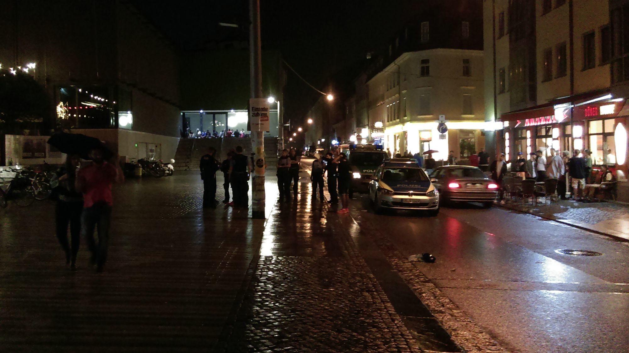 Polizei steht ab Mitternacht im Dunkeln.