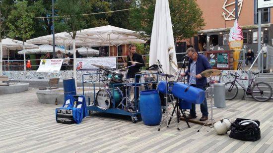 Oded Kafri und Christian von Richthofen spielten am Sonntagnachmittag vor der Scheune