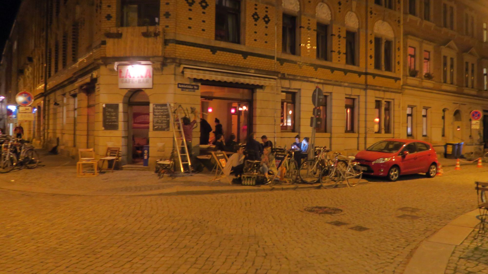 Das Laika schloss um 22 Uhr, damit die Nacht über dort ungestört gedreht werden konnte.