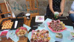 Neben Blechkuchen und Muffins zauberten die Anwohner den wohl kleinsten Gugelhupf, den es je gab.