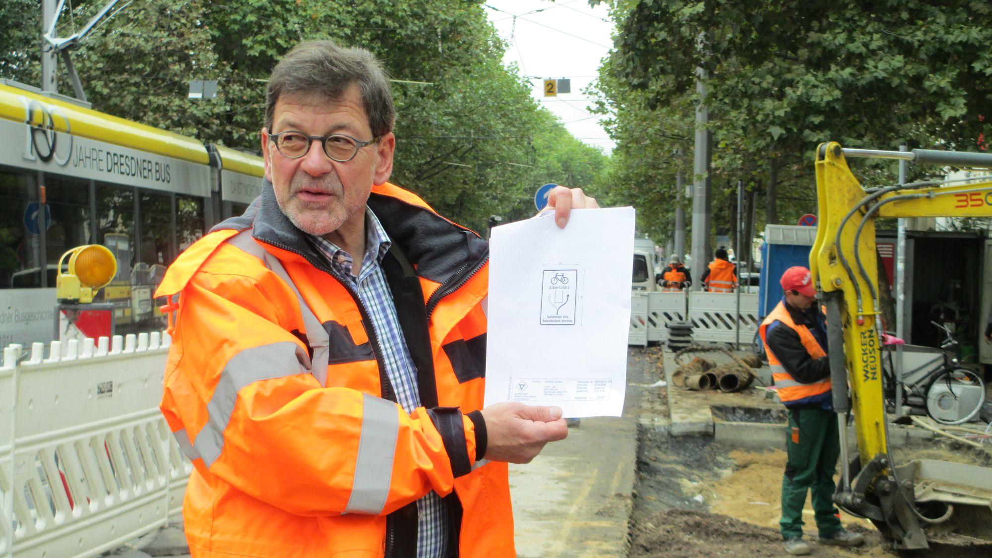 Das von Koettnitz selbst entworfene Schild soll auf die neue Radwegsituation zukünftig veranschaulichen