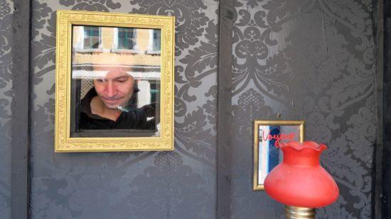 Peep-Show im Kunstgehæuse