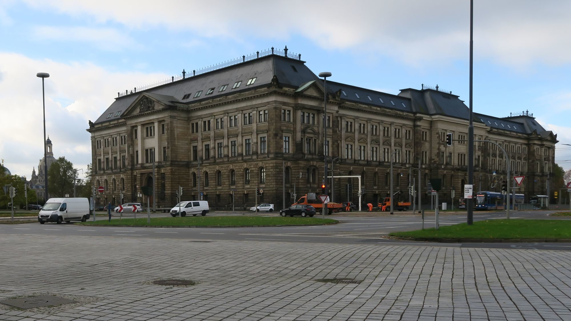 Finanzministerium am Carolaplatz