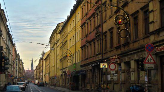 Auf der Alaunstraße, der Rothenburger, der Görlitzer und der Kleinen Bautzner leuchtet es schon.