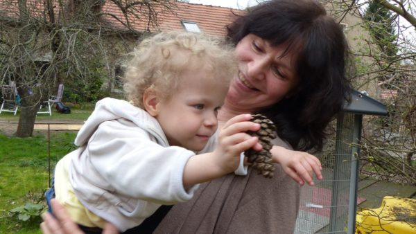 Pflegemutter Karin Müller und Pflegetochter - Foto: Outlaw gGmbH