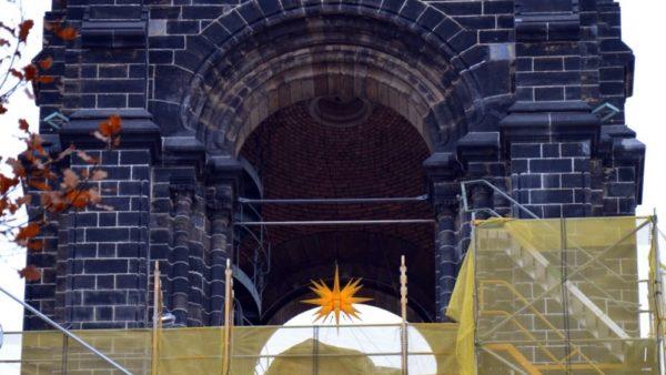 Adventsstern an der Martin-Luther-Kirche