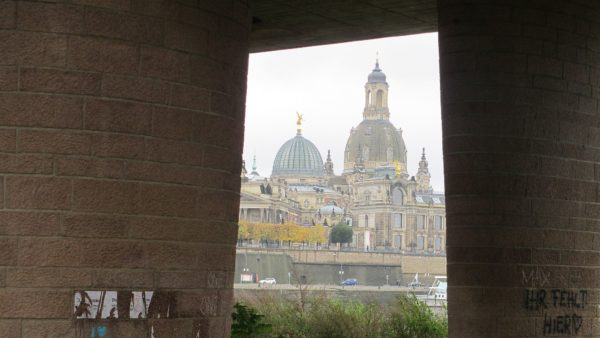 Unter der Brücke gibt es auch schöne Aussichten