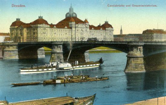Carolabrücke 1910 – Diese Ansichtskarte stammt vom Kunstverlag Brück & Sohn aus Meißen (www.brueck-und-sohn.de). Sie wurde im Rahmen einer Kooperation zwischen Wikipedianern und dem Kunstverlag für Wikimedia Commons zur Verfügung gestellt.