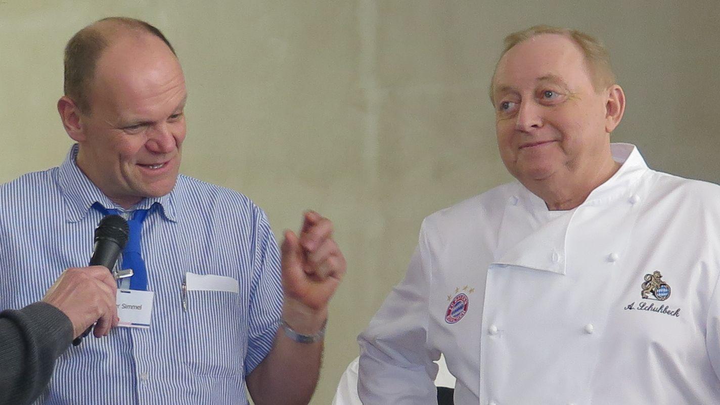 Peter Simmel und Alfons Schuhbeck bei einer Kochstunde im Februar 2016