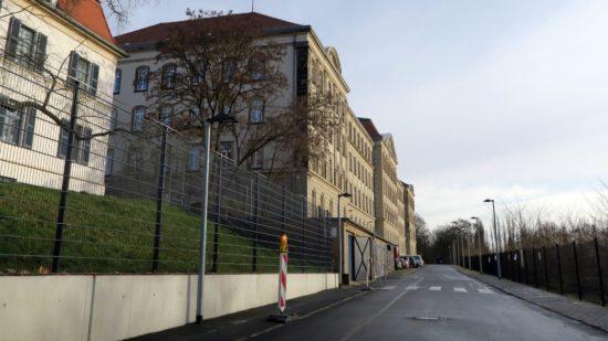 In dem Haus der ehemaligen Landesbibliothek sind jetzt ein Kindergarten und zwei Schulen eingezogen.