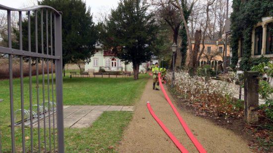 """Nach einer Stunde war der """"Brand"""" gelöscht und die Feuerwehrleute konnten ihre Schläuche einrollen."""