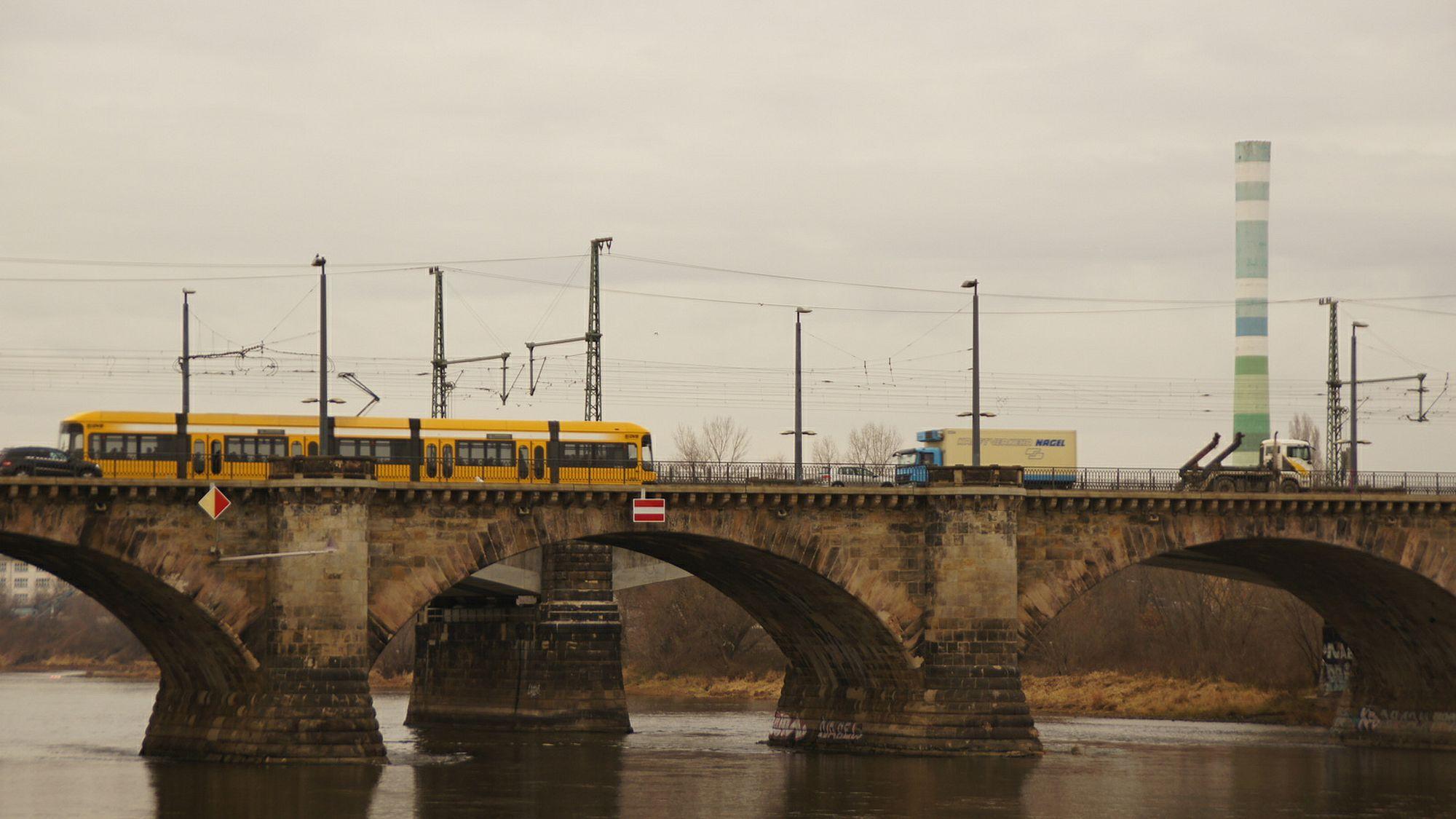 Täglich queren etwa 500 Züge die Marienbrücke