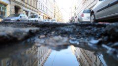 Louisenstraße im Schlagloch-Spiegel