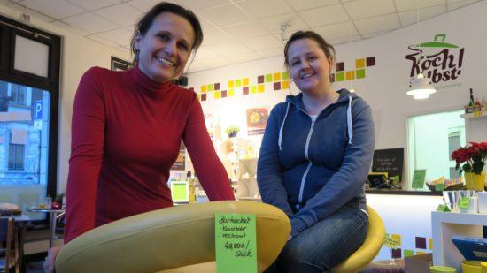"""Verhökern das Inventar: Sabine Zestermann und Katharina Raue im """"Koch selbst!""""-Studio"""