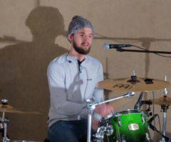 Joe am Schlagzeug