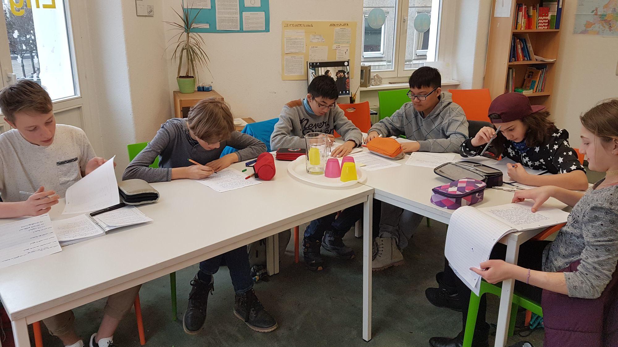 Nach der Vor-Ort-Recherche haben die Schüler alles niedergeschrieben.