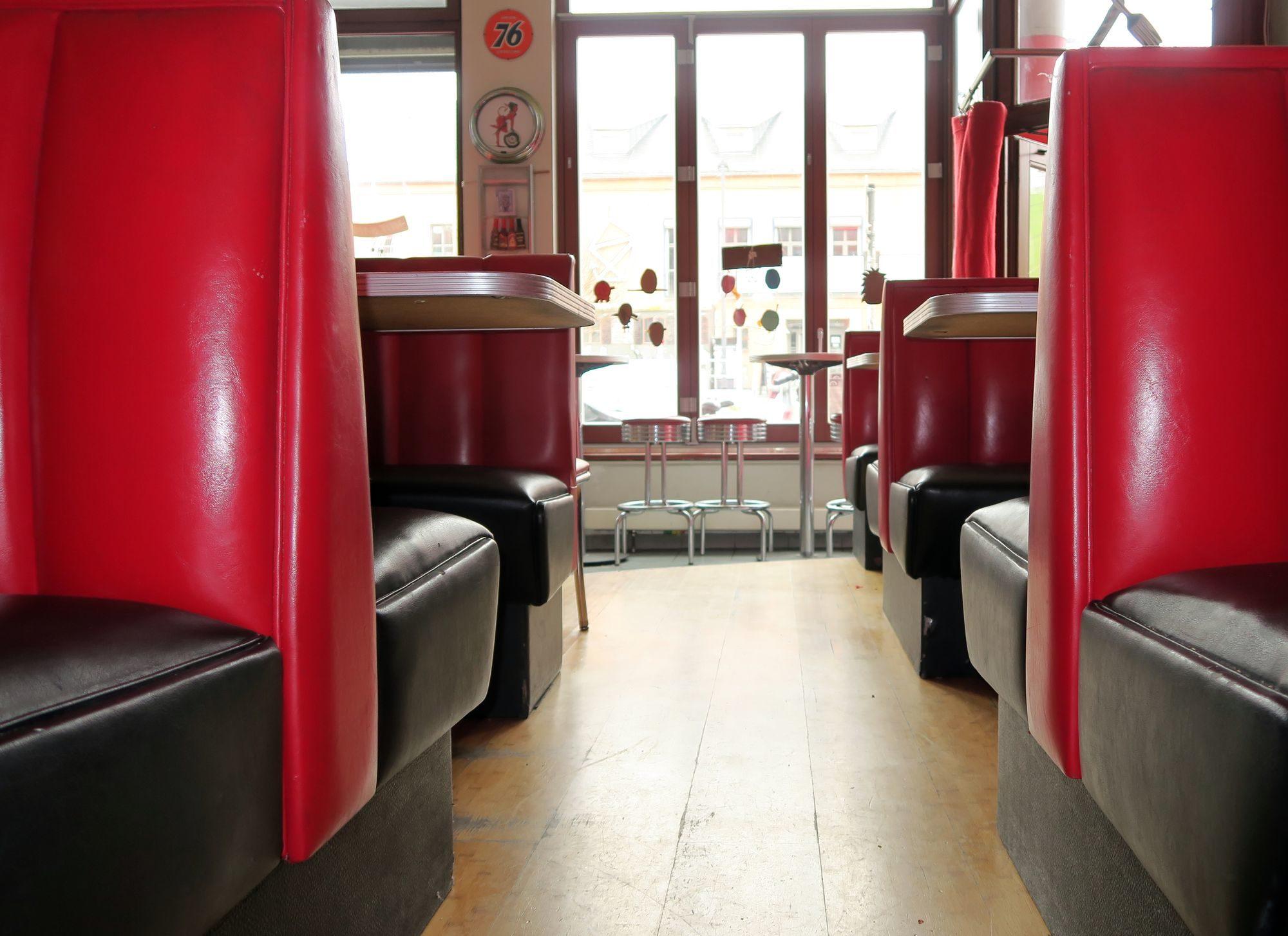 """Speisen wie in der S-Bahn - Devils Kitchen im """"american diner""""-Stil"""