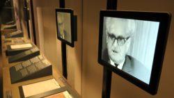 Video-Schnipsel des Generalstaatsanwaltes ziehen sich durch die ganze Ausstellung.
