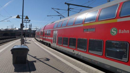 Die S1 auf dem Weg zum Neustädter Bahnhof.