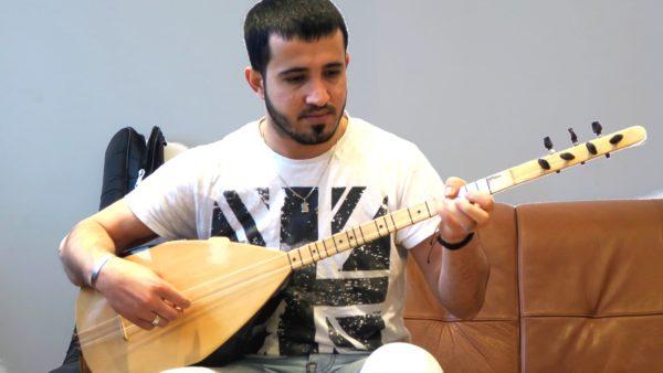 Ismail und die Langhalslaute
