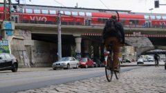 Nur wenige Radfahrer lassen sich durchschütteln.